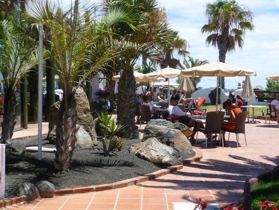 H10 Timanfaya Palace: Pool Bar (other side)