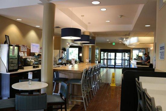 Holiday Inn Express Bellingham: Breakfast Seating