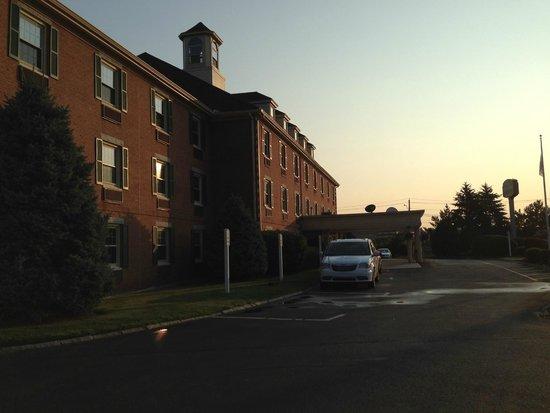 Courtyard Boston Woburn/Burlington : Courtyard by Marriott Boston Woburn / Burlington @ 240 Mishawum Road, Woburn, MA 01801