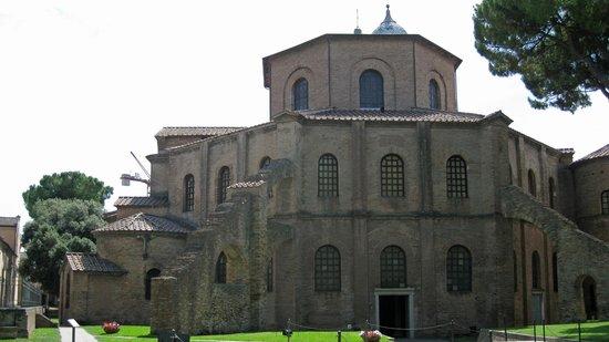 Basilica San Vitale: Exterior