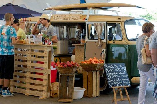 caf la furgoneta pop up caf picture of cafe la furgoneta rio de janeiro tripadvisor. Black Bedroom Furniture Sets. Home Design Ideas