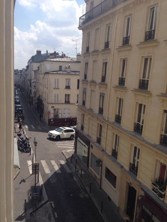 Timhotel Montmartre: View from the room 115 - July 2014