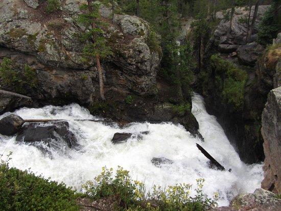 Adams Falls Trail : Side view