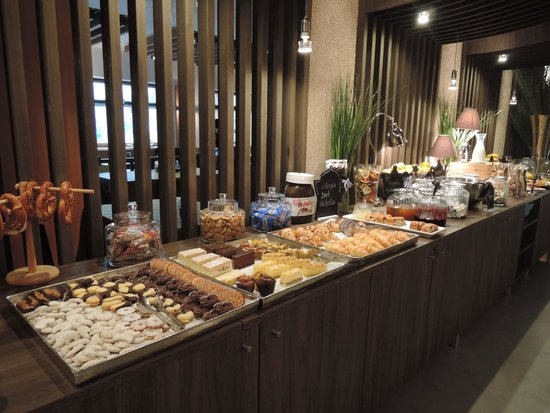 buffet dolce per la colazione foto di smart hotel saslong santa cristina tripadvisor. Black Bedroom Furniture Sets. Home Design Ideas