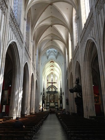 Liebfrauenkathedrale (Onze-Lieve-Vrouwekathedraal): Cathédrale Notre-Dame d'Anvers : la nef et le choeur