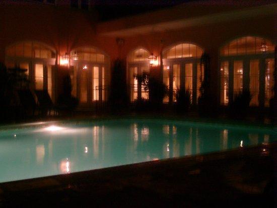 Hotel Monteleone: Monteleone Roof top Pool at night !!