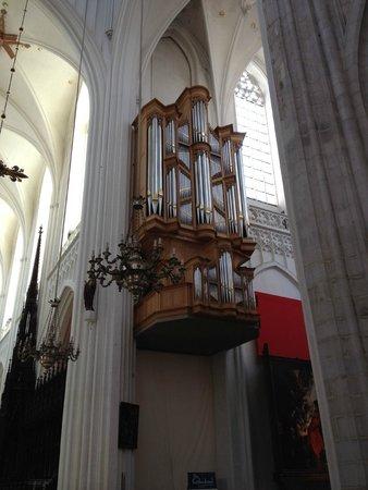 Liebfrauenkathedrale (Onze-Lieve-Vrouwekathedraal): Cathédrale Notre-Dame d'Anvers : l'orgue de la croisée du transept