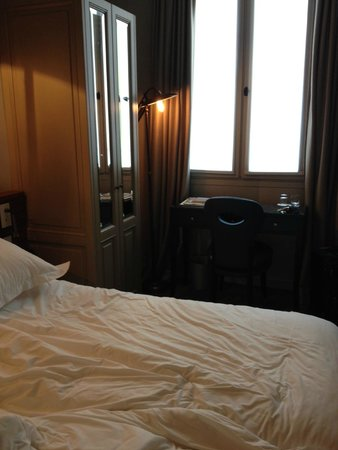 Hotel Verneuil : Room 305