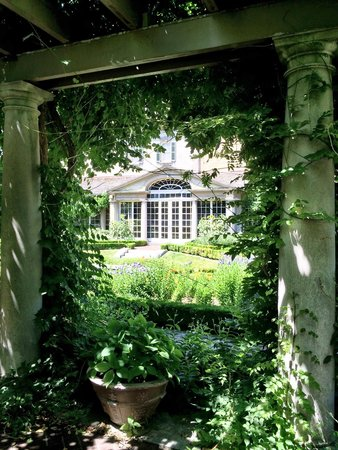 George Eastman Museum: Garden view of house.