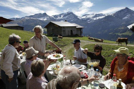 Hotel Bernerhof Gstaad: Alp Picknick, Gästeprogramm
