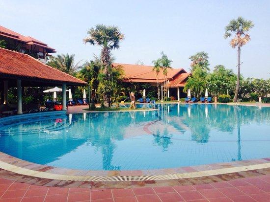 Angkor Palace Resort & Spa: The beautiful Grand Soluxe pool