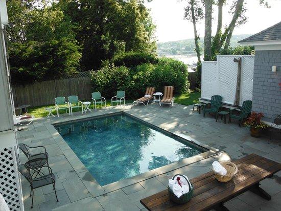 Lindenwood Inn : Pool area