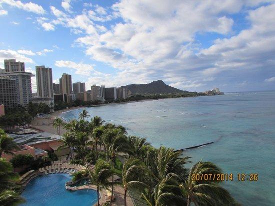 Sheraton Waikiki : Waikiki beach with diamond head in background