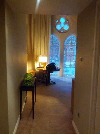 St. Pancras Renaissance Hotel London : entry to deluxe station view room