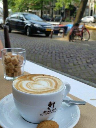 Buffet Van Odette : A cappuccino. What else?