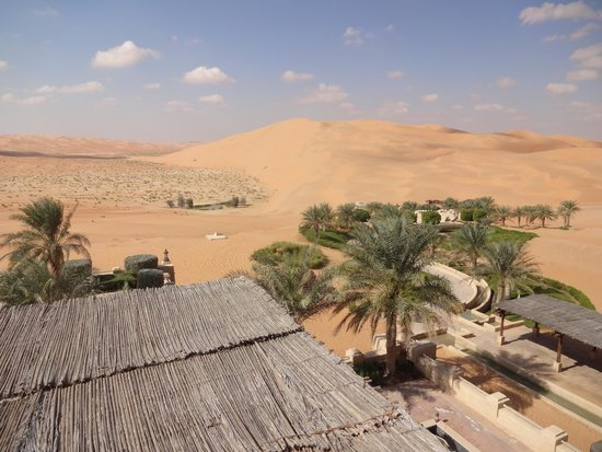 Qasr Al Sarab Desert Resort by Anantara: Vue du hall d'entrée