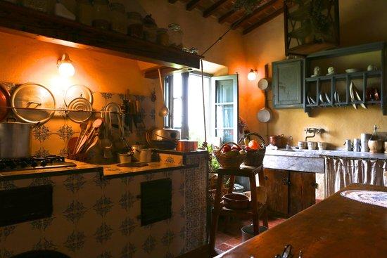 Borgo Argenina: Elena's kitchen (cooking class kitchen)