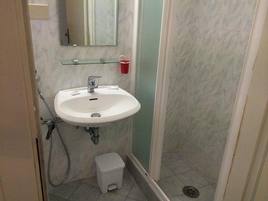 Hotel Aldobrandini: Bathroom