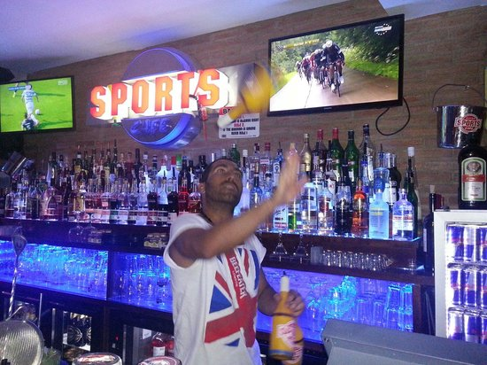 Sports Cafe : Bartender Nené