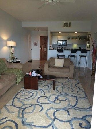 Princess Heights Hotel: Livingroom from Balcony