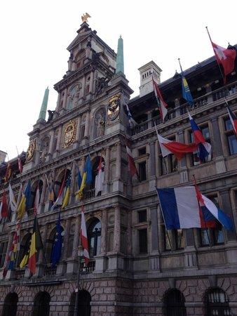 Grote Markt van Antwerpen: La Grand Place d'Anvers : l'hôtel de ville
