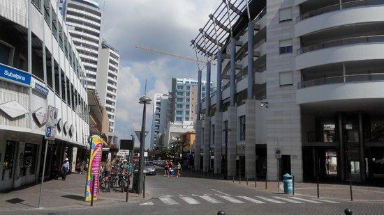 Hotel Rosa: центральная улица