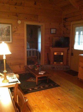 Four Seasons Cottages & Cabins : living/dining/kitchen