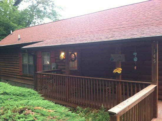Four Seasons Cottages & Cabins : Cabin #145 sleeps 6