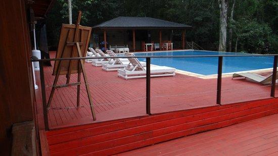 La Cantera Jungle Lodge: Zona de pileta, bien ambientada y tranquila