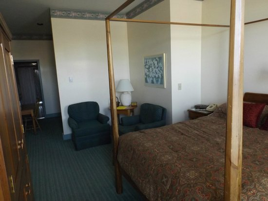 Hermann's Hotel: Queen Room