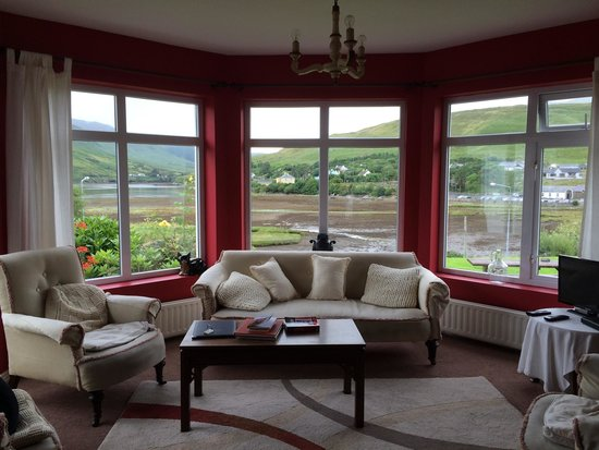 The social room of portfinn Lodge. Only here you'll have WiFi. Thats differing from other B&Bs.
