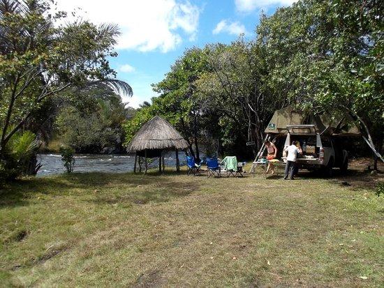 Kapishya Hot Springs Lodge : camping by the river