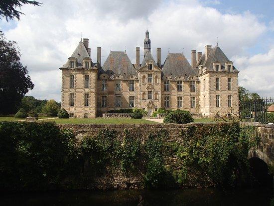 Chateau de Saint-Loup: The chateau