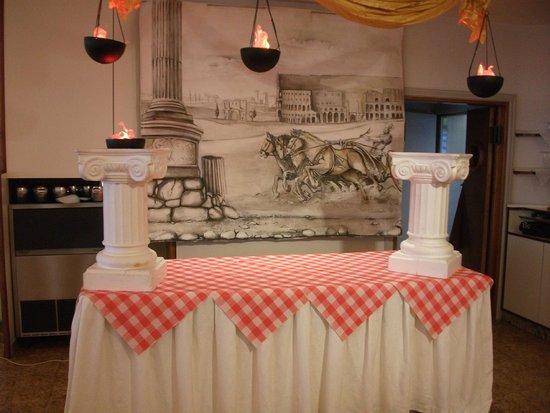 Hotel Flamingo: cena romana