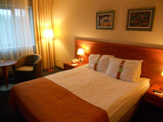 Holiday Inn Vilnius: camera ampia e confortevole