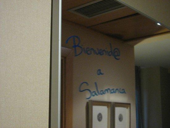 TRYP Salamanca Montalvo: Mensaje de bienvenida en el espejo