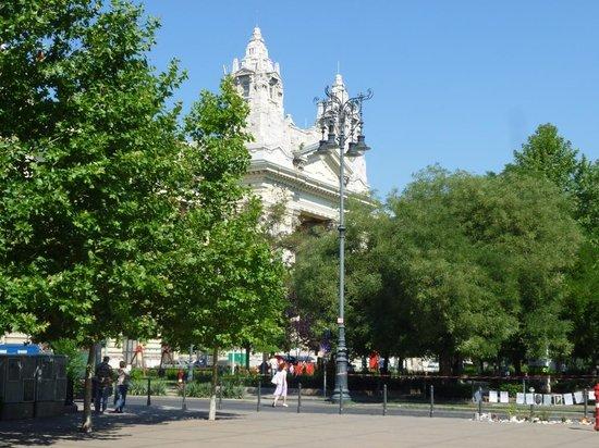 IBEROSTAR Grand Hotel Budapest: Dintorni