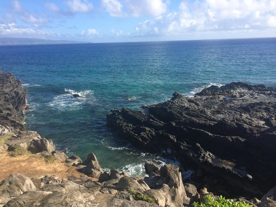 Kapalua Coastal Trail: rock formations