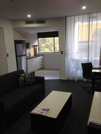 Meriton Serviced Apartments North Ryde: Kitchen / living room