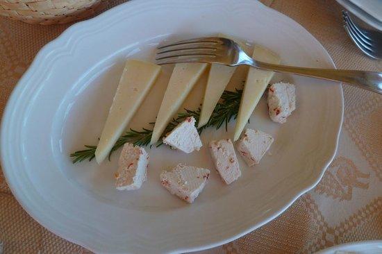 Funtana Abbas: Antipasti : pecorini varii(fromages de brebis)