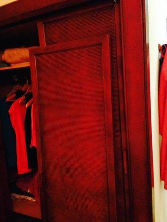 Hotel Monarque Fuengirola Park: puerta rota y nadie subía para su arreglo