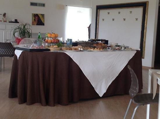 Antica Locanda del Golf Hotel: part of the breakfast buffet