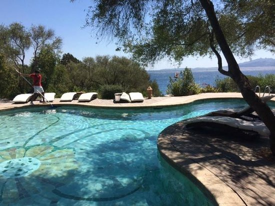 Hotel Capo D'Orso Thalasso & Spa : Salt water swimming pool with terrace