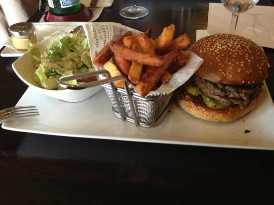 Le Train Bleu : One of the best Burgers I have ever eaten