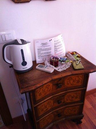 Residenza de l'Osmarin: tavolino con bollitore