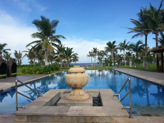 The Royal Begonia, A Luxury Collection Resort Sanya: The pool closest to the beach