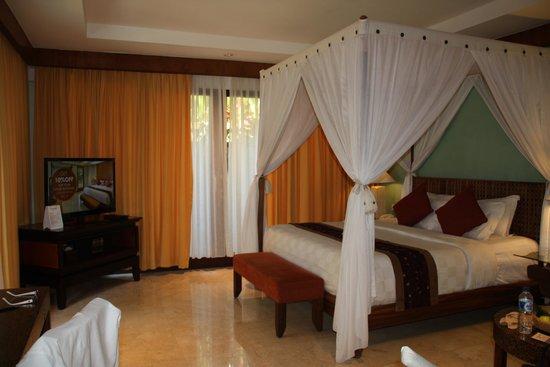 Rama Beach Resort and Villas: very large rooom