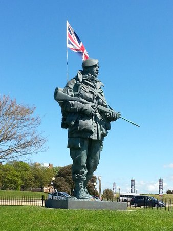 Royal Marines Museum: RMM Entrance Statue
