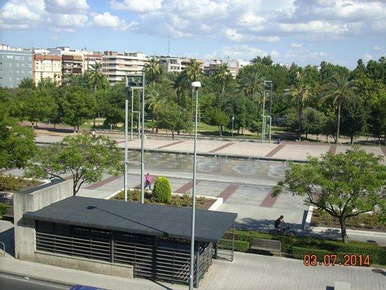 AC Hotel Cordoba: Vista fronte hotel