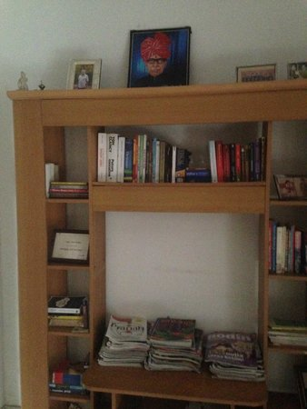 Ikaki Niwas : One of several bookshelves - you're free to pick up books and borrow for a few days